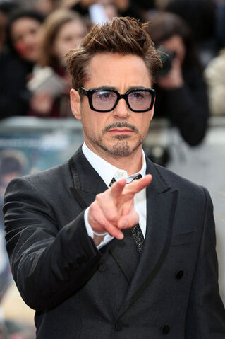 File:Arrivals-at-the-Iron-Man-3-Screening-in-London-robert-downey-jr-34275499-333-500.jpg