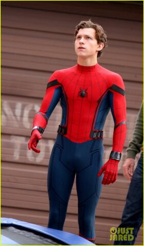 File:Tom-holland-looks-buff-while-filming-spider-man-in-nyc-01.jpg