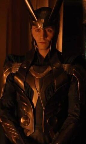 File:Loki-loki-thor-2011-25017182-336-561.jpg