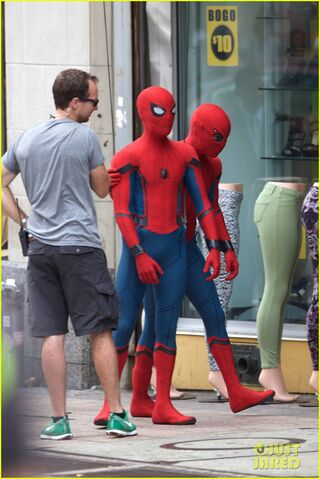 File:Spider-man-swings-into-action-on-set-10.jpg