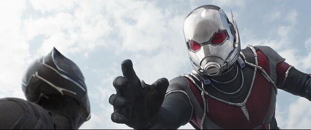 File:Giant-Man 2 Captain America Civil War.jpg