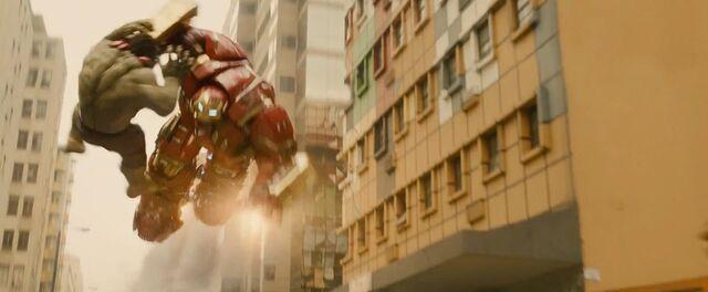 File:Hulk v Hulkbuster AOU.jpg