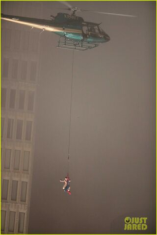 File:Spider-man-stunt-doubles-helicopter-scene-10.jpg