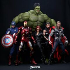 The figures from Hot Toys