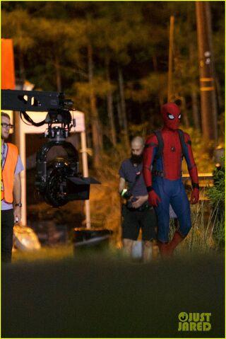 File:Tom-holland-spiderman-night-shoots-stunt-note-09.jpg