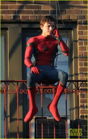 File:Tom-holland-performs-his-own-spider-man-stunts-on-nyc-fire-escape-02.jpg