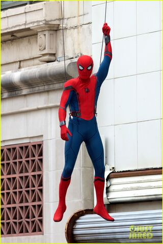 File:Spider-man-swings-into-action-on-set-02.jpg