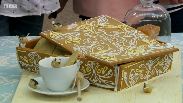 File:Flora-earl-grey-biscuit-box-S6-Ep2.png