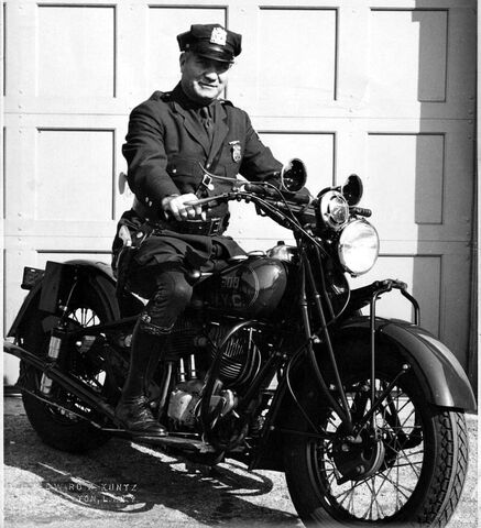 File:MAUNDBURY-motorcycle-police-officer.jpg