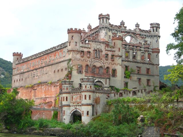 File:REDWALL Castle.jpg
