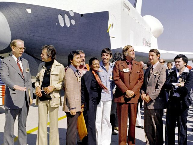 File:Gene roddenberry nasa.jpg