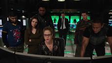 Team Green Arrow and Felicity read about Vigilante
