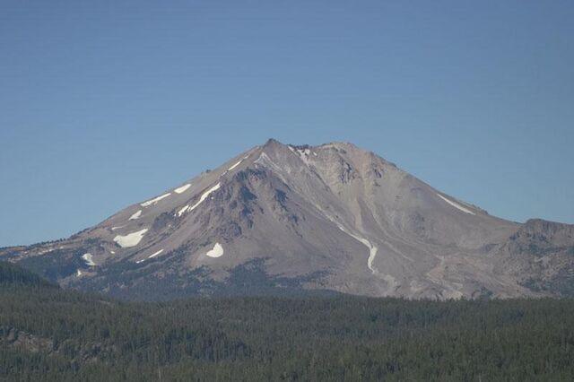File:Mount Lassen, CA.jpg