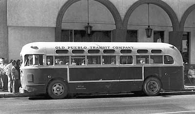File:GMC-Bus-old- IDENTICAL (BLUE-GRAY COLOR SCHEME) TO STARTFORD BUS LINE - CT.jpg