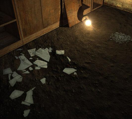File:Trap broken glass.jpg