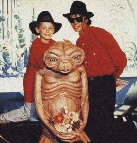File:Michael and Macaulay with E.T..png