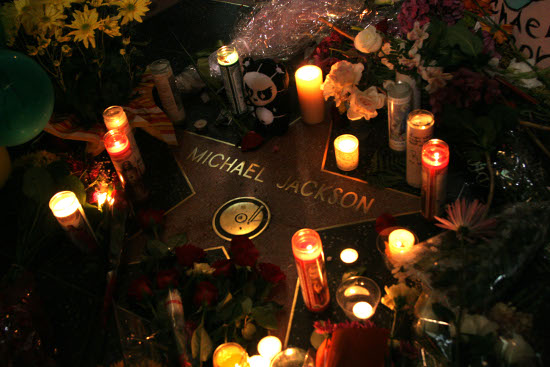 File:Michael-jackson-fans-leave-memorial-at-hollywood-star.jpg