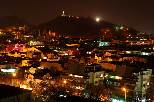 File:Plovdiv Night Life.jpg