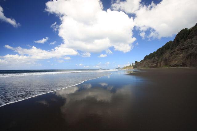 File:Beach-Near-Ravine-6-GR.jpg