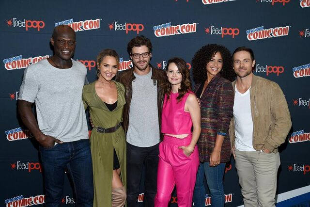 File:Midnight, Texas at New York Comic Con full main cast.jpg