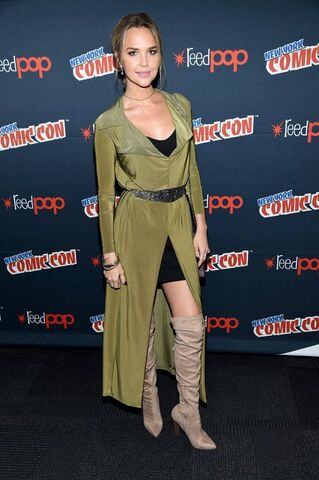 File:Midnight, Texas at New York Comic Con Arielle Kebbel.jpg
