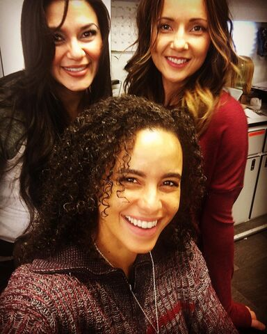 File:BTS Parisa Fitz-Henley, Vanessa Sharp and Ashley Moore.jpg