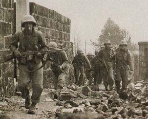 Marine-patrol-okinawa-1945