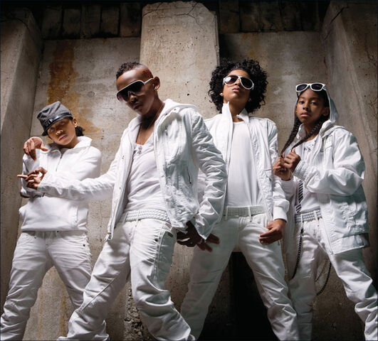 File:Mindless-behavior-forever-mindless-behavior-25302345-1040-940.jpg