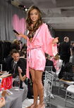 158010458-model-miranda-kerr-prepares-backstage-during-gettyimages