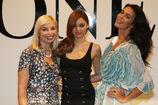 28217 Miranda Kerr poses following the catwalk show during the David Jones AutumnWinter 09 Season Launch 525 122 414lo
