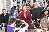 Miranda-kerr-arrives-at-the-koradior-show-during-milan-fashion-week-picture-id610523082