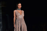 Miranda-kerr-attends-the-koradior-show-during-milan-fashion-week-on-picture-id610522532
