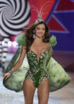 MIRANDA-KERR-at-2012-Victorias-Secret-Fashion-Show-in-New-York-4