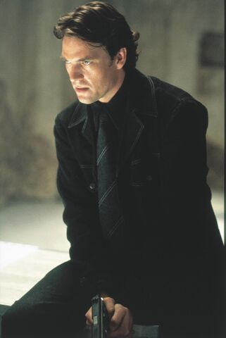 File:Still-of-dougray-scott-in-mission -impossible-ii-(2000)-large-picture.jpg