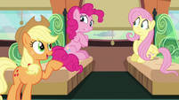 "Applejack ""already plannin' a parade"" S6E18"