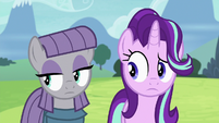 Maud Pie pointing her eyes off-screen S7E4