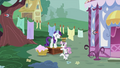 Rarity and Sweetie Belle near the line of clothes S2E05.png