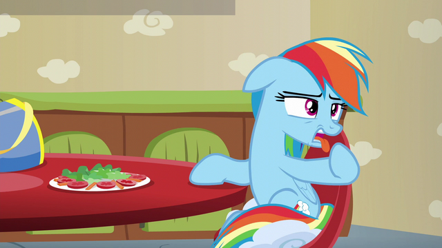 File:Rainbow Dash gagging S6E11.png