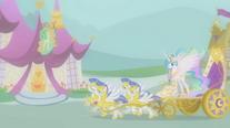 Princess Celestia arriving in Ponyville S01E10