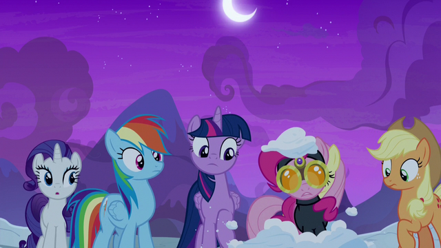 File:Spy Pinkie Pie pops out of the snow S7E11.png