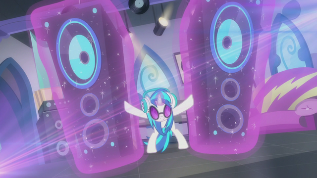 File:DJ Pon-3 brings out the jumbo speaker S5E9.png