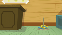 Horseshoe game in the CMC clubhouse S5E4
