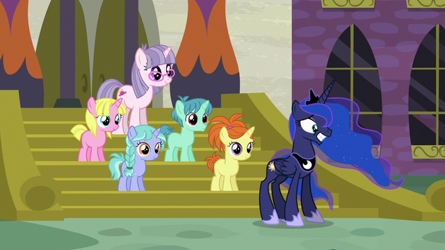 File:Princess Luna poses awkwardly with school ponies S7E10.png