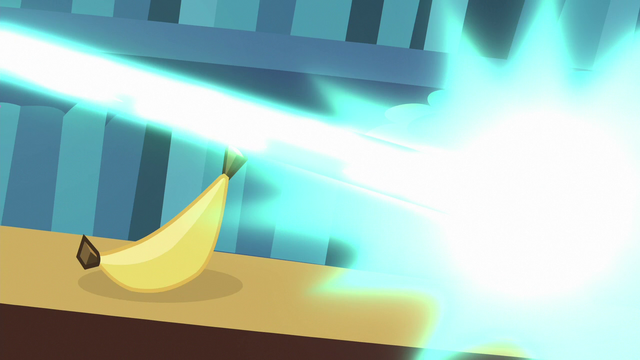 File:Twilight turns picture frame into a banana S6E21.png