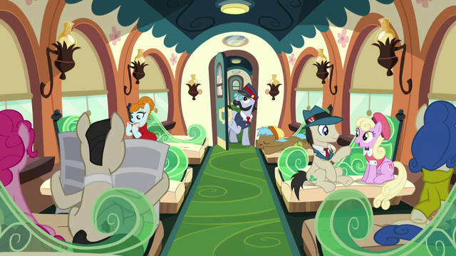 """File:All Aboard """"Next stop, Crystal Empire!"""" S5E11.png"""
