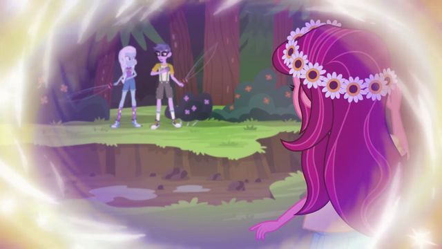 File:Gloriosa Daisy observing Trixie and Micro Chips EG4.png