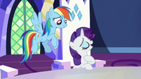 Rarity offers to bring the yaks textiles S7E11