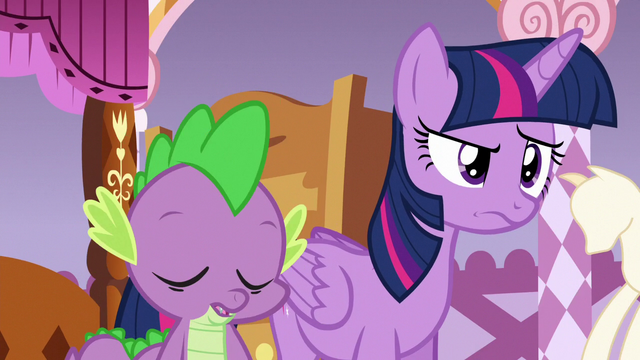 File:Spike nodding in agreement with Twilight S6E22.png