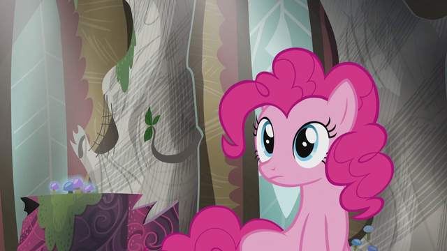 File:Pinkie sees Rainbow flying S5E8.png