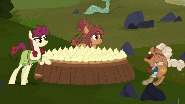 """File:Ma Hooffield crying out """"fire!"""" S5E23.png"""